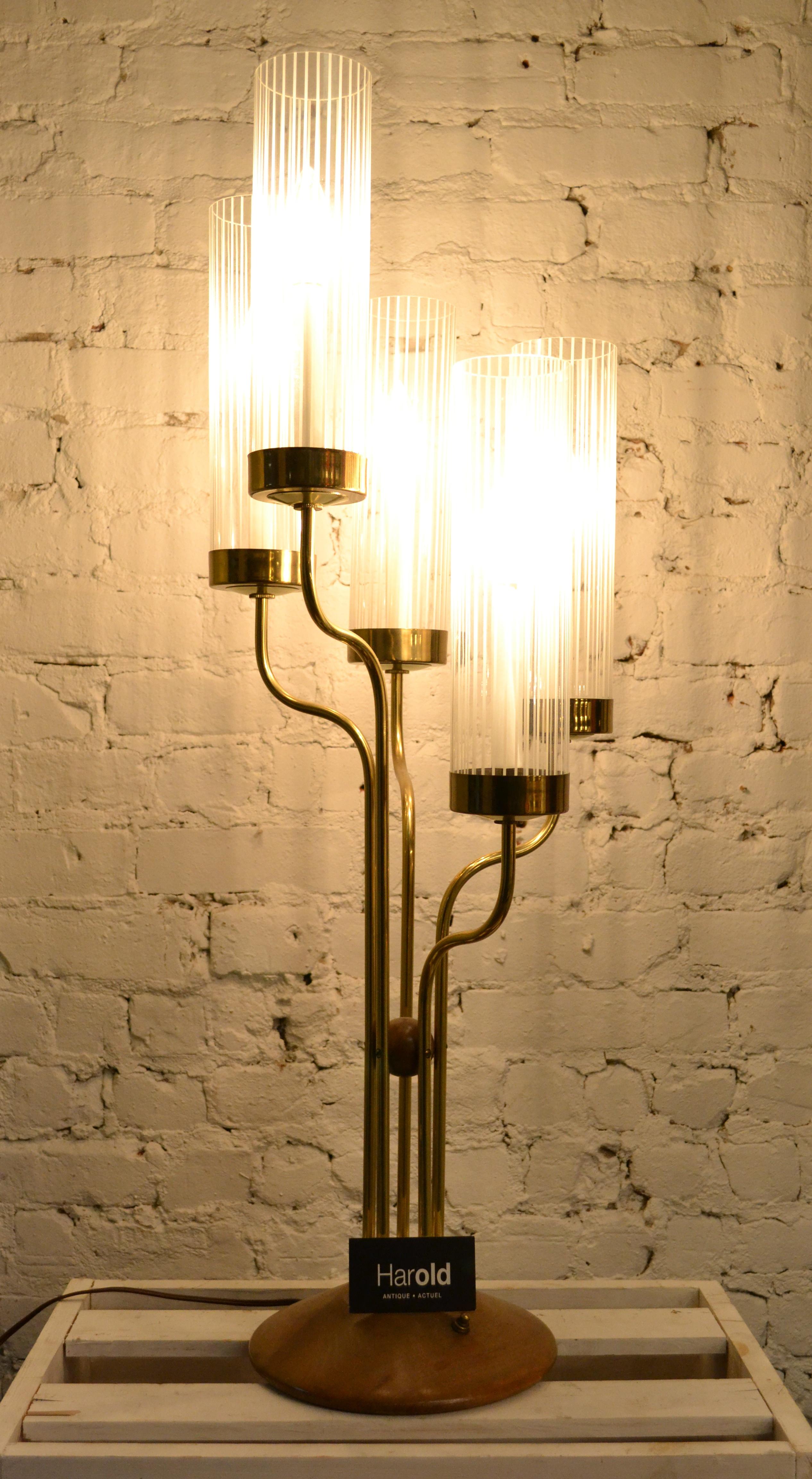 lampe italienne en laiton et teck de 1970 harold. Black Bedroom Furniture Sets. Home Design Ideas