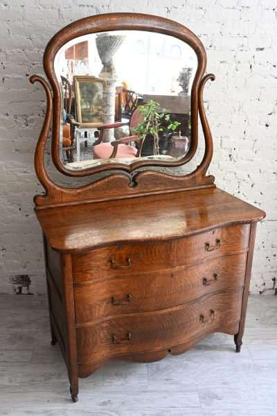 antique commode datant